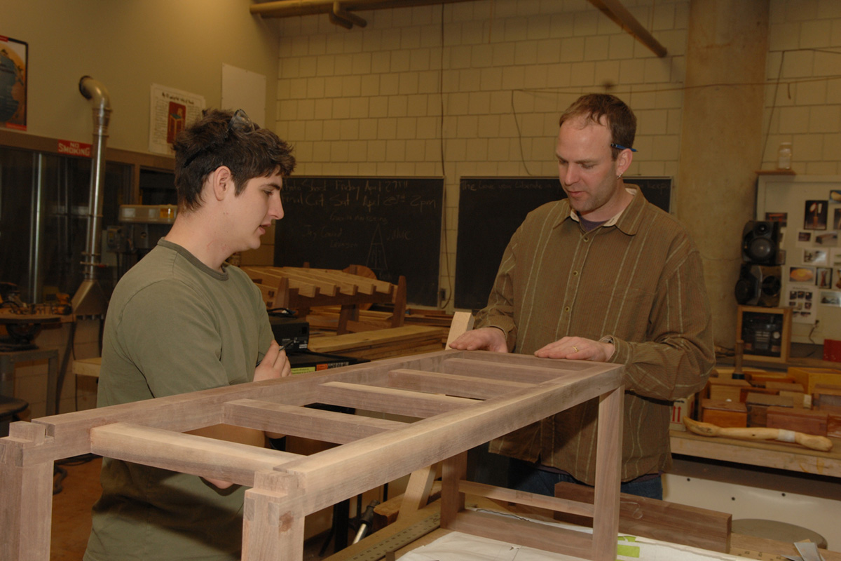 Isu Students Create Furniture From State 39 S Largest Scarlet Oak Felled By 2005 Campus Tornado
